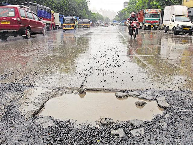 The BMC has floated tenders for the appointment of contractors to carry out the minor repair and maintenance works before monsoon.