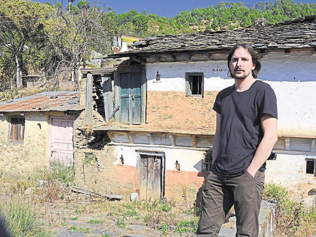 Jeroen in front of a dilapidated house at Badoli village in Pauri district.