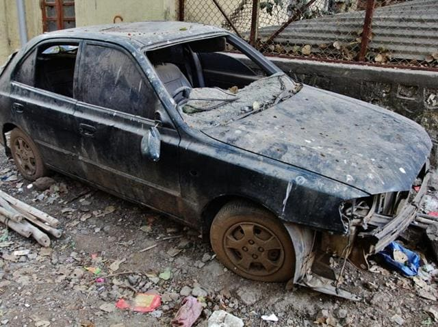 Green sedan parked inside Central Government Community hall CGS colony at Ghatkopar once owned by underworld don Dawood Ibrahim in Mumbai, India, was auctioned on December 9, 2015.(Praful Gangurde / HT Photo)