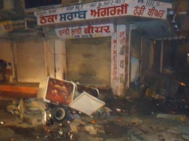 With the recent gruesome murder of a Dalit youth in an Akali leader's farmhouse at Abohar and the death of two teenagers under the wheels of buses owned by a party leader in Muktsar and Ferozepur districts, the role of Shiromani Akali Dal's halqa in-charges has increasingly come under the scanner.