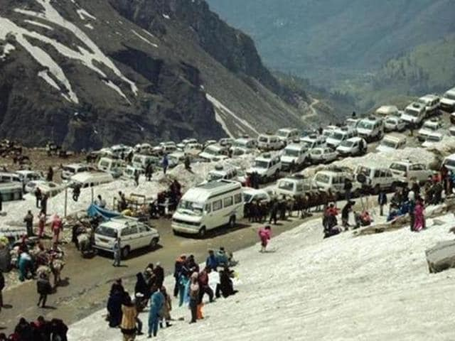 The government's environment department, though the affidavit, has suggested the NGT to allow 2,000 vehicles, in two separate shifts, during the tourist season to facilitate people visiting the Pass.
