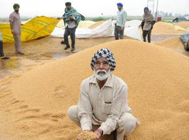 Commission agents (arhtiyas) under the banner of Federation of Arhtiyas Association, Punjab, have decided to shut down grain markets across the state from December 25 to 28, to protest against non-payment of their dues.