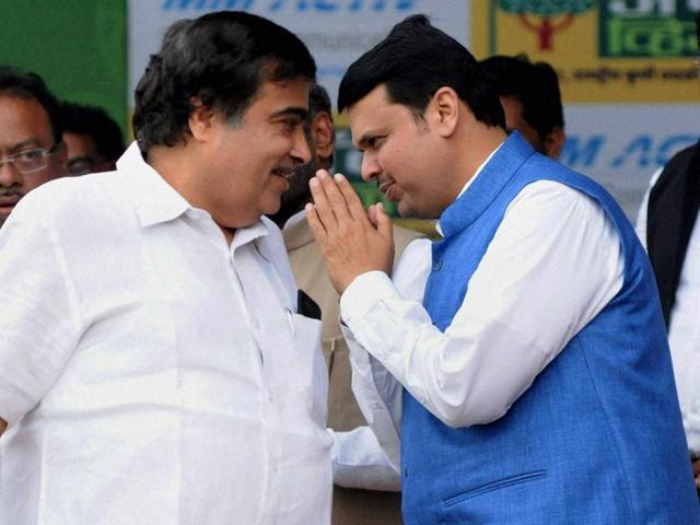 Union minister Nitin Gadkari and Maharashtra CM Devendra Fadnavis in Nagpur recently.(PTI photo)