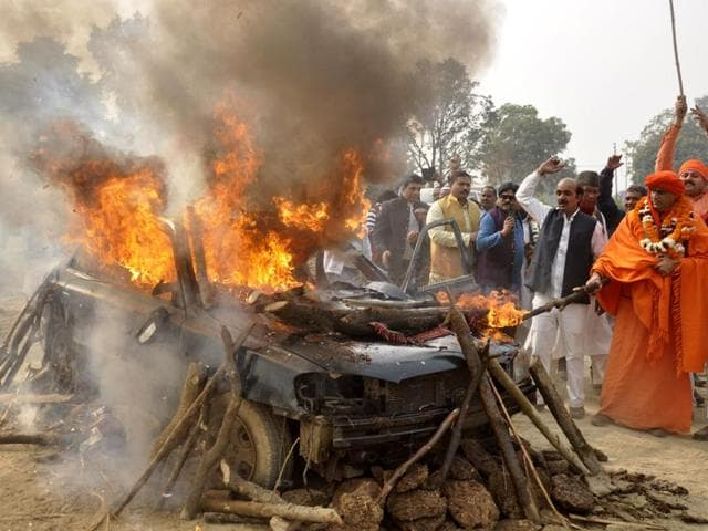 Right wing activist Chakrapani Maharaj and his followers burnt  down an old car at Ghaziabad on Wednesday. The car belonged to underworld don Dawood Ibrahim and was procured through an auction in Mumbai earlier this month.