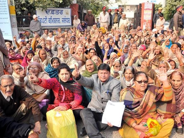 Pensioners protesting outside DC Office in Jalandhar.