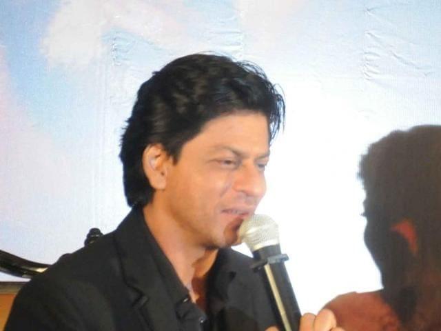 Shah Rukh and Kajol during a programme in Kolkata, on December 22, 2015.(IANS)