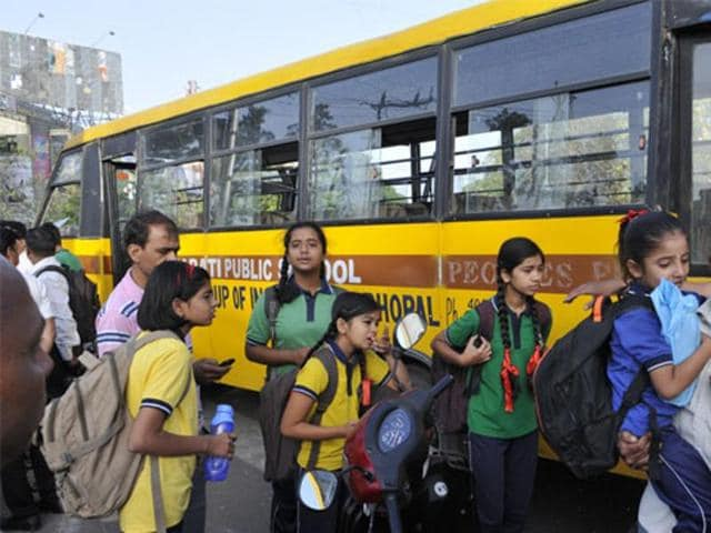 A group of schools run by an education trust is planning to make carpooling and the use of school buses compulsory for its students while commuting to school in an effort to control air pollution.