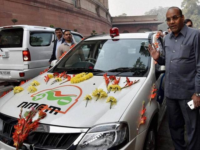 Union minister for heavy industries and public enterprises, Anant Geete at the launch of the Electric vehicle to commute to Parliament, during the winter session in New Delhi on Tuesday.(PTI Photo)