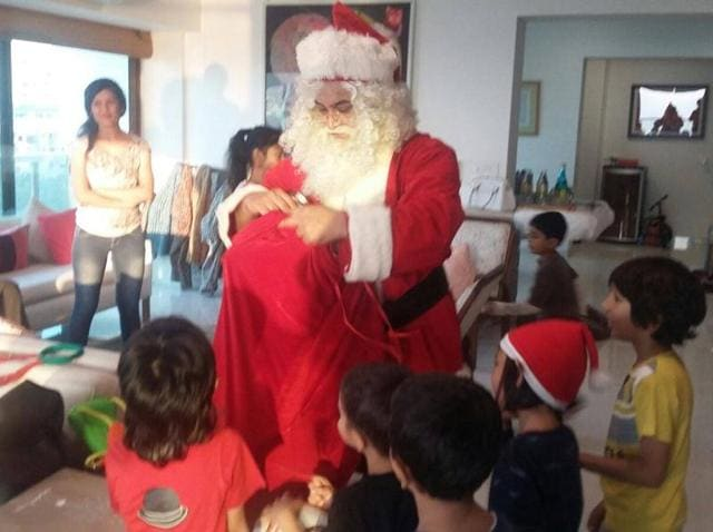 Aamir Khan distributes presents at his Christmas party.