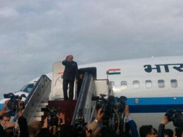 Prime Minister Narendra Modi on Friday left Kabul for Lahore, where he will meet his Pakistani counterpart, Nawaz Sharif.