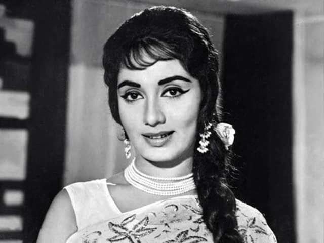 Sadhana's notable films are Waqt, Mera Saaya and Ek Phool Do Maali. (YouTube)