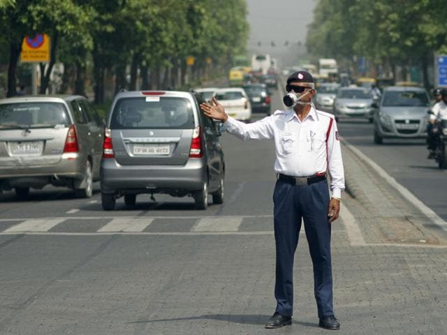 To battle the even-odd vehicle rationing experiment, fake number plates, stickers to alter the last digit in keeping with the odd-even formula, 'reversible' plates and many more cheat options are on offer.(Sanchit Khanna/ HT Photo)
