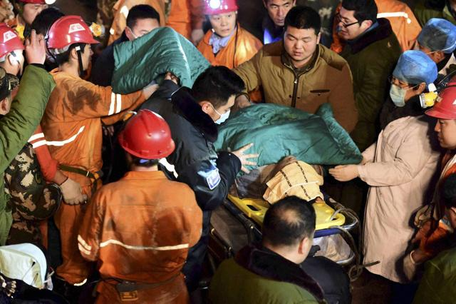 A trapped miner is rescued from a collapsed gypsum mine in Pingyi County, East China's Shandong Province. Caused by an earthquake measuring 4 on the Richter scale in Pingyi County, a total of 29 people working underground were trapped inside when the mine collapsed on Friday in Pingyi County, Shandong Province.