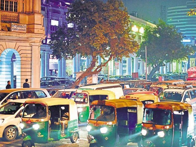 Both the inner and outer circles of Connaught Place witnessed a heavy traffic jam on Friday evening due to the rush of Christmas revellers and shoppers.(Arun Sharma/HT photo)