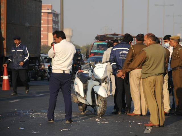 None of the passersby intervened for a quarter of an hour before an auto driver cordoned off the remains and prevented their further mutilation.
