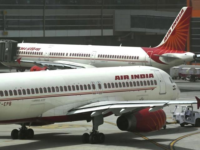 From January 1, Air India will serve only vegetarian hot meals in the economy class on its domestic flights with a flying time of 61 to 90 minutes.