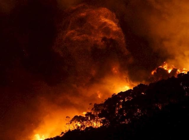 A bushfire burns at Wye River near Lorne, south of Melbourne, December 25, 2015.