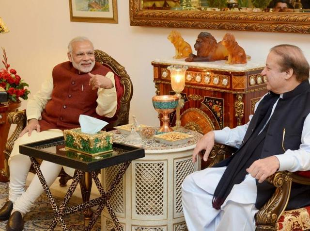 Pakistani Prime Minister Nawaz Sharif (R) talks with his Indian counterpart Narendra Modi in Lahore.