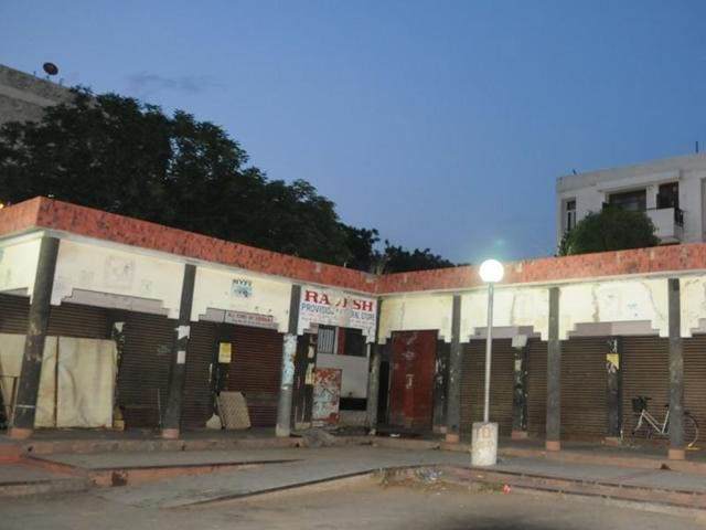 The rehri markets have been replaced by pucca, box-like structures, and traditional markets have been subsumed by malls in Chandigarh.