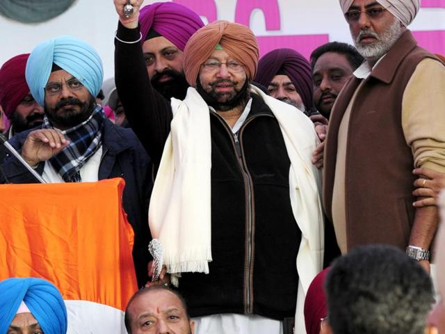 Punjab Congress President Capt Amrinder Singh along with Fateh garh MLA Kuljeet singh nagra and others leaders welcoming the supporters during the congress rally at Shaheedi Jor Mela.