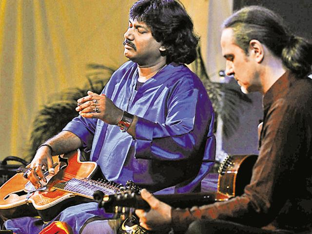 Pt Salil Bhatt (left) and German guitarist Matthiew Muller performing a jugalbandi on Saturday.