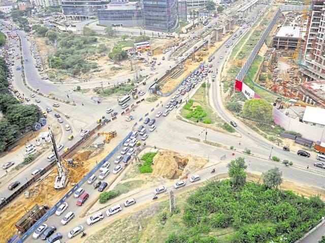 Huda plans to beautify Golf Course Road, a major arterial stretch in Gurgaon, before the Haryana investors' summit in March.