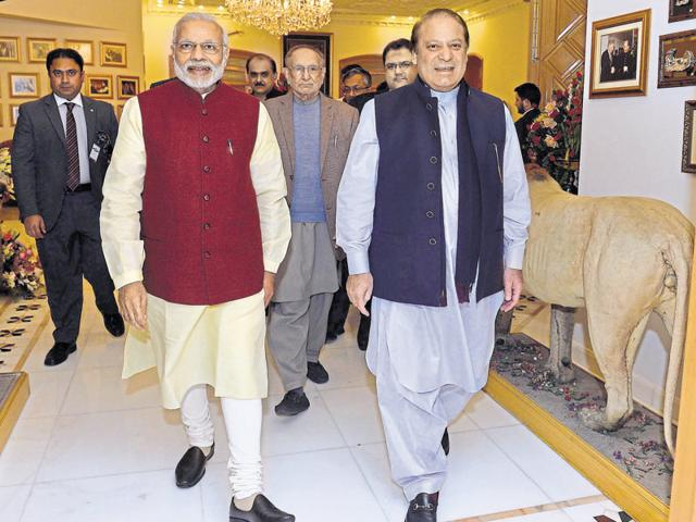 The largely favourable response to Narendra Modi's brief stopover in Lahore to bond with Nawaz Sharif carries important lessons.