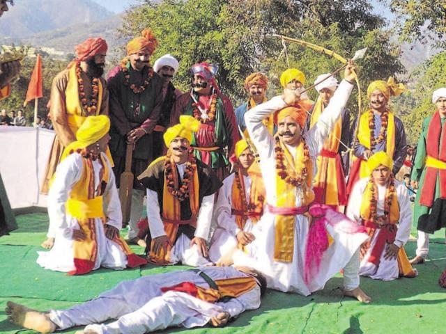 Folk artistes perform Pandav Nritya in Srinagar.(HT file photo)