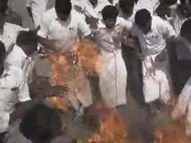 AIADMK worker's lungi,Lungi catches fire,Vijayakanth