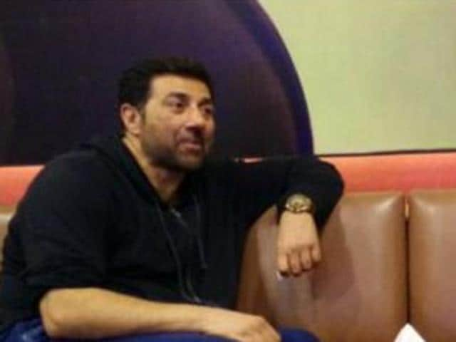 Sunny Deol reportedly waited for seven hours before storming off the sets of Bigg Boss 9. The actor was scheduled to promote his upcming film, Ghayal Once Again on the reality show hosted by Salman Khan.