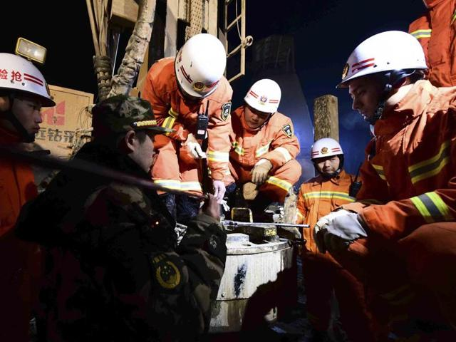 Rescuers try to contact the trapped people at a collapsed mine in Pingyi County, east China's Shandong Province.