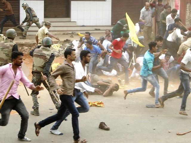 A VHP activist died and several others, including policemen, were injured as violence broke out in Madikeri town over celebrations of the birth anniversary of 18th century Mysore ruler Tipu Sultan in November .(HT File Photo)