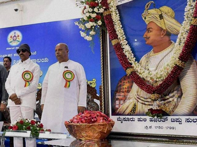 Karnataka Chief Minister Siddaramaiah with Veerappa Moily, K Rahman Khan and others during a function to celebrate Tipu Sultan Jayanti in Bengaluru.