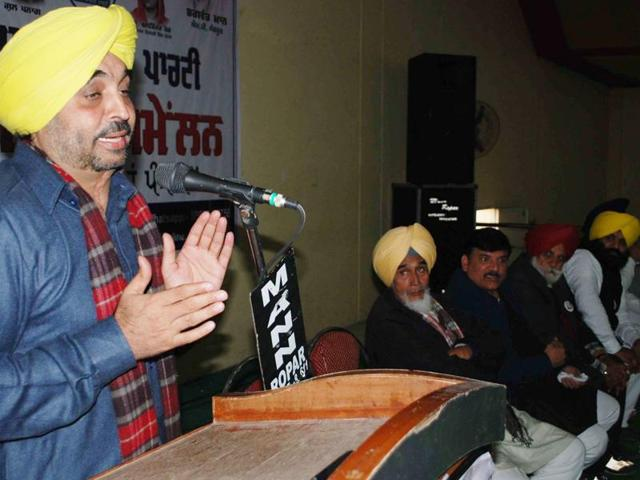 Sangrur MP and AAP leader Bhagwant Mann addressing a gathering of party volunteers at Rupnagar on Wednesday.