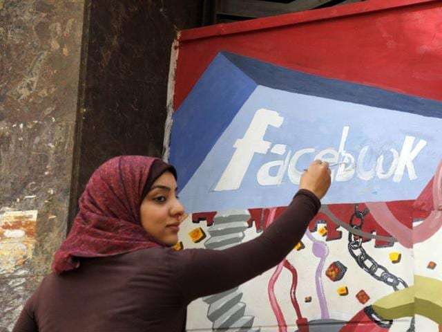 Although authorities in Egypt were yet to announce the reason behind it, telecom carrier Etisalat Egypt, Facebook's partner in Egypt, has suspended the free internet service that it began providing two months ago.