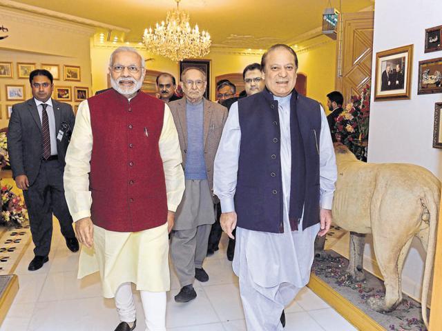 The Prime Minister Narendra Modi meeting the Prime Minister of Pakistan Nawaz Sharif, at Lahore.