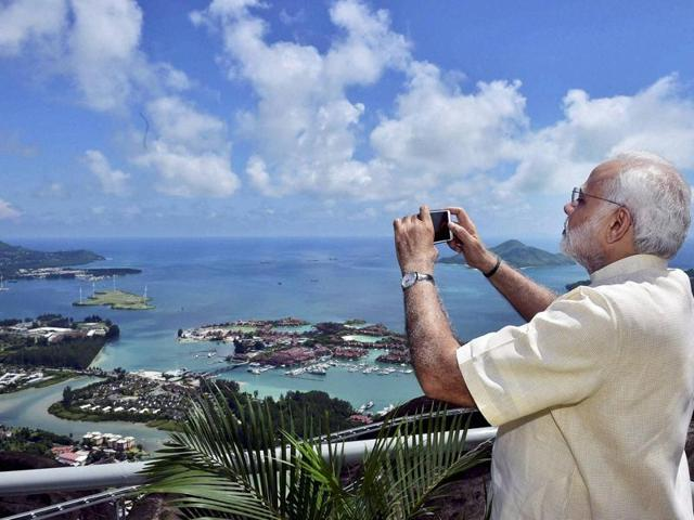 Prime Minister Narendra Modi clicks a picture during dedication of the India - Seychelles cooperation project 'Coastal Surveillance Radar System' in Mahe, Seychelles.(PTI)