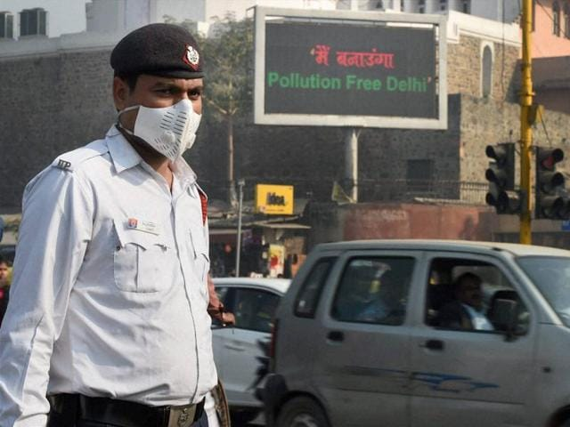 A traffic policeman takes protection against pollution in New Delhi on Thursday.