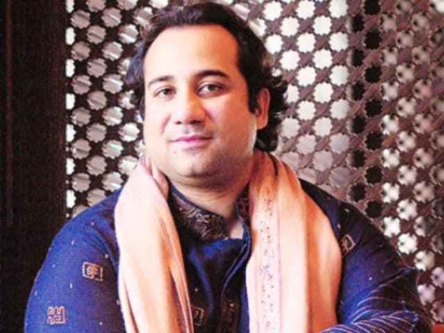 Pak singer Rahat Fateh Ali Khan performs at a concert.
