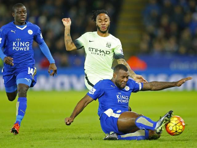 Leicester City's Danny Simpson and Daniel Drinkwater with Manchester City's Fernandinho in action.