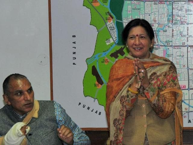 Poonam Sharma thanking media persons for their support during her tenure as the mayor, at a press conference in chandigarh on friday.