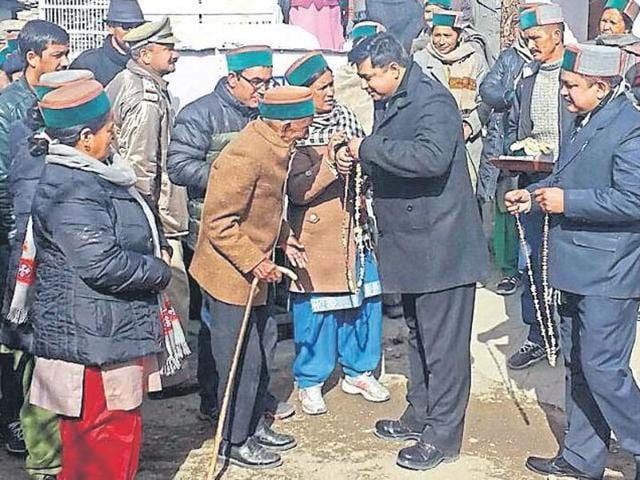 Shayam Saran Negi is welcomed by the district administration at the polling booth in Kalpa district, Kinnaur.