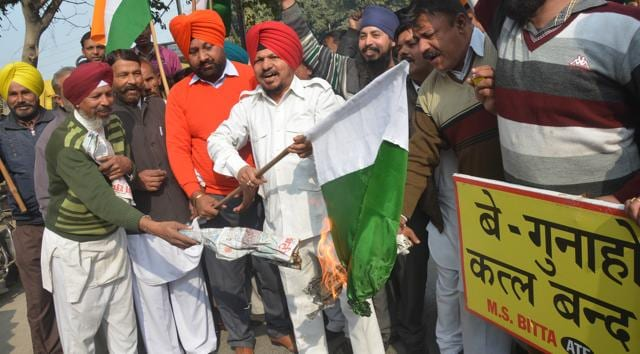 Activists of All India Anti Terrorist Front (AIATF), holding Indian flags and anti-terrorism placards, burn a Pakistani flag during a protest over the militant attack at Pathankot Air Force base, in Amritsar on Sunday.