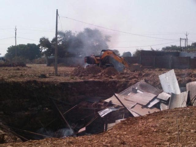 The villagers set a filter plant ablaze in Neemuch.