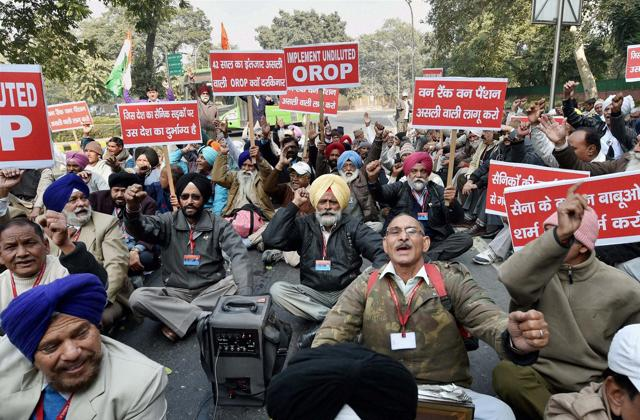 Ex-servicemen shout slogans during a protest against the One Rank One Pension scheme outside the Finance Minister Arun Jaitley residence in New Delhi on Sunday.