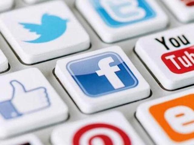 Whatsapp,Facebook,Twitter