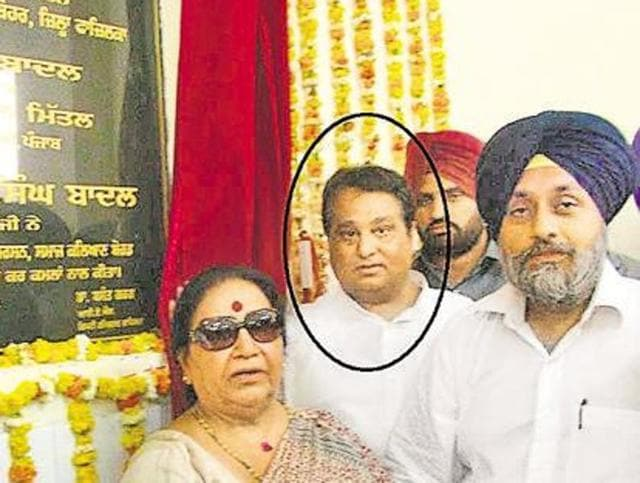 Shiv Lal Doda (in circle) with Punjab deputy chief minister Sukhbir Singh Badal.