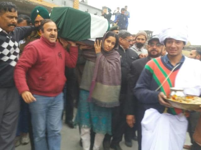 Martyr Fateh Singh's daughter Madhu Radha carrying her father's body to the cremation ground at Jhanda Gujjaran village in Gurdaspur district on Monday.