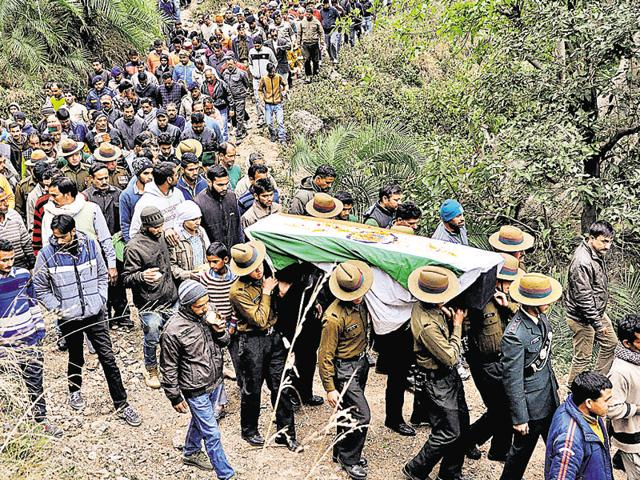 Army jawans and officers carry the coffin of Havildar Jadish Chand, who was killed in the terrorist attack in Pathankot, during cremation at his native village in Chamba district on Monday.
