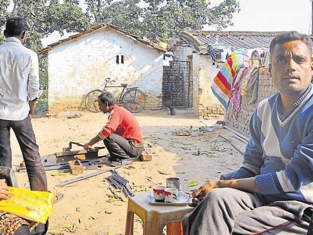 Mauzama Firdosh, the president of Ladli self-help group, has constituted groups of estranged women residing near the graveyard at Bhuli E-block in Dhanbad.